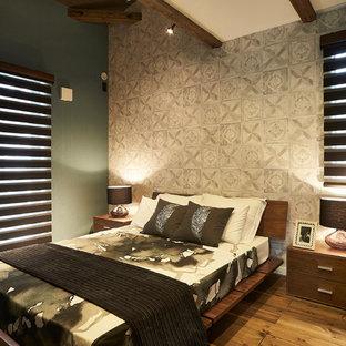 福岡のモダンスタイルのおしゃれな寝室 (無垢フローリング、茶色い床)