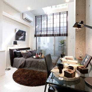東京23区のコンテンポラリースタイルのおしゃれな寝室 (マルチカラーの壁、白い床)