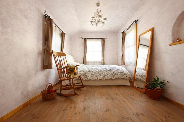Shabby-chic Style Bedroom by 有限会社グリーンアンドハウス