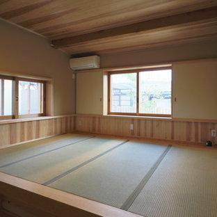 他の地域の中くらいの和風のおしゃれな主寝室 (畳、暖炉なし)