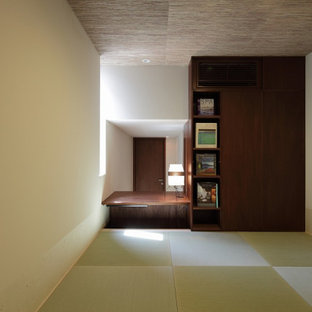 Inspiration for a small timeless guest tatami floor, beige floor and wallpaper ceiling bedroom remodel in Tokyo with white walls and no fireplace
