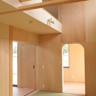 Bedroom - small guest tatami floor and green floor bedroom idea in Other with beige walls and no fireplace