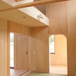 他の地域の小さい和風のおしゃれなゲスト用寝室 (ベージュの壁、畳、暖炉なし、緑の床) のインテリア