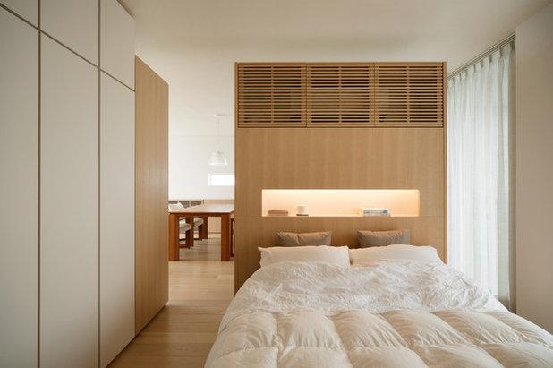 Asian Bedroom by atelier etsuko   アトリエ エツコ 一級建築士事務所