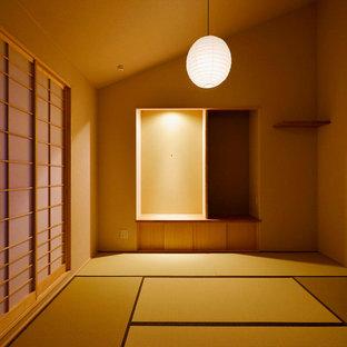 Inredning av ett asiatiskt huvudsovrum, med tatamigolv