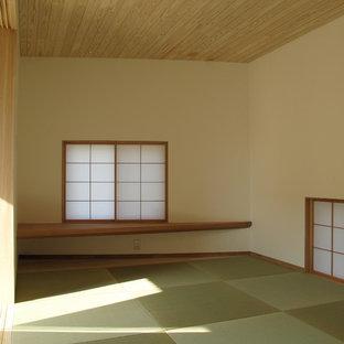 Foto de dormitorio principal, de estilo zen, pequeño, con paredes blancas y tatami