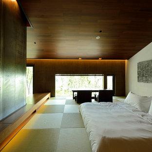 Idées déco pour une chambre asiatique avec un mur blanc et un sol de tatami.