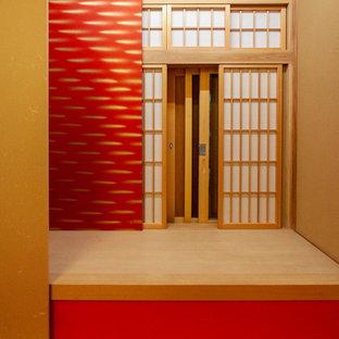 Modelo de habitación de invitados asiática, de tamaño medio, sin chimenea, con paredes rojas, tatami y suelo rojo