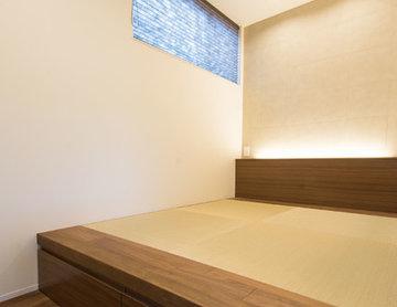 寝室:畳ベッド(造作家具)/間接照明