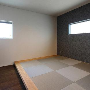 Modelo de dormitorio principal, papel pintado y papel pintado, moderno, de tamaño medio, papel pintado, sin chimenea, con paredes grises, tatami, suelo marrón, papel pintado y papel pintado