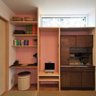 Свежая идея для дизайна: маленькая хозяйская спальня в современном стиле с розовыми стенами и татами - отличное фото интерьера