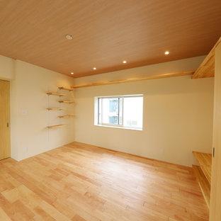 大阪の和風のおしゃれな寝室 (淡色無垢フローリング、暖炉なし、ピンクの床) のレイアウト