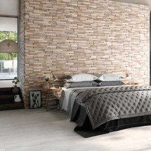 Esempio di una camera da letto moderna con pareti beige e pavimento beige