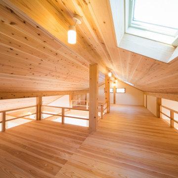 【木造真壁スキップハウス】ロフト天窓