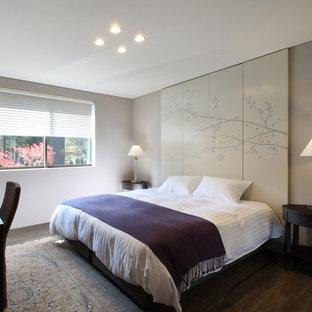 他の地域のモダンスタイルのおしゃれな寝室のレイアウト