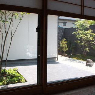 Imagen de habitación de invitados de estilo zen, sin chimenea, con paredes beige y tatami