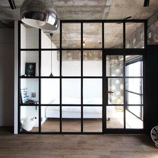 東京23区のインダストリアルスタイルのおしゃれな寝室 (白い壁、塗装フローリング、グレーの床) のインテリア