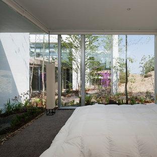 他の地域のコンテンポラリースタイルのおしゃれな寝室 (白い壁)