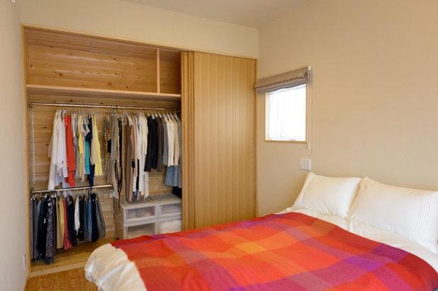 寝室 by Interior & Lifestyle Design RH+ (アールエイチプラス)