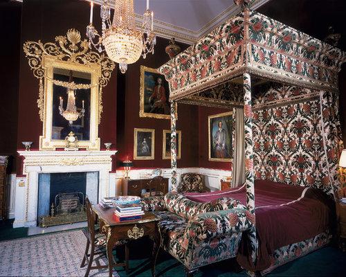 Chambre victorienne avec un mur rouge photos et id es for Decoration chambre victorienne
