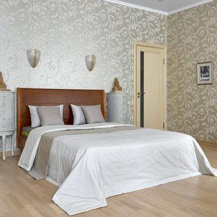 京都のトラディショナルスタイルのおしゃれな寝室 (マルチカラーの壁、淡色無垢フローリング、ベージュの床) のレイアウト
