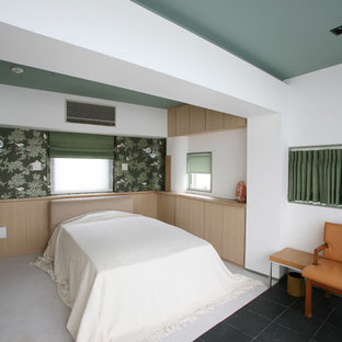 東京都下のアジアンスタイルのおしゃれな客用寝室 (白い壁、マルチカラーの床) のレイアウト