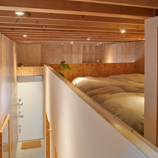 Inspiration for a small loft-style bedroom in Tokyo.