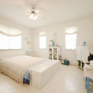 東京23区のシャビーシック調のおしゃれな寝室 (白い壁、塗装フローリング、白い床) のレイアウト