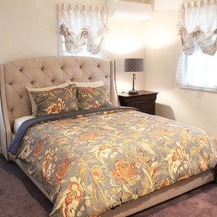 他の地域のトラディショナルスタイルのおしゃれな寝室 (白い壁、カーペット敷き、グレーの床) のレイアウト