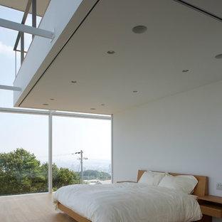 東京23区のモダンスタイルのおしゃれな寝室 (白い壁、淡色無垢フローリング) のインテリア