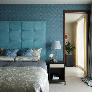 東京23区のトラディショナルスタイルのおしゃれな寝室 (青い壁、カーペット敷き、グレーの床) のレイアウト