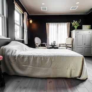 Idée De Décoration Pour Une Chambre Tradition Avec Un Mur Noir, Un Sol En  Bois