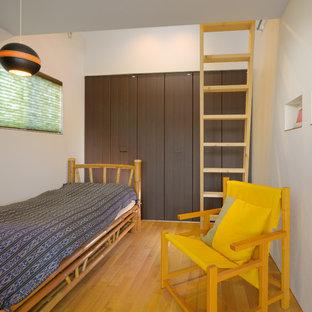 他の地域の中くらいのモダンスタイルのおしゃれな寝室