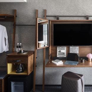 Inspiration för mycket stora moderna gästrum, med vita väggar, heltäckningsmatta och grått golv