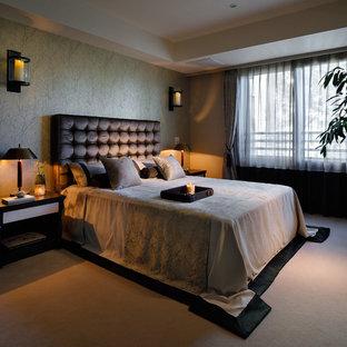 東京23区のコンテンポラリースタイルのおしゃれな寝室 (緑の壁、カーペット敷き、茶色い床) のレイアウト