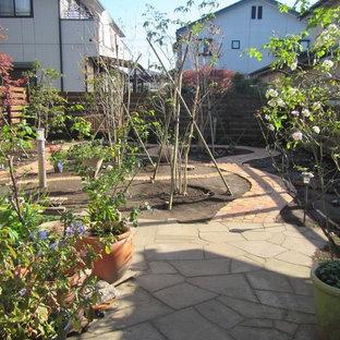 他の地域のモダンスタイルのおしゃれな庭 (半日向、天然石敷き) の写真