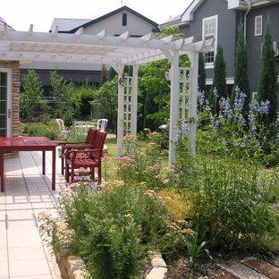 他の地域のカントリー風おしゃれな裏庭の写真