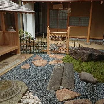 中庭の路地(茶庭)