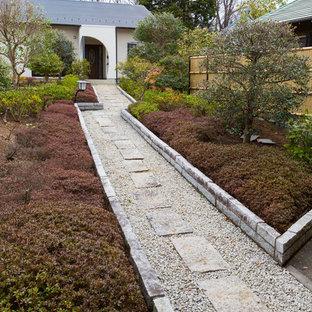 他の地域の北欧スタイルのおしゃれな前庭 (私道) の写真