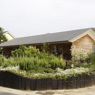 Foto di un giardino formale country davanti casa