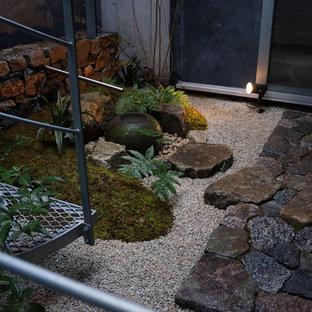 Esempio di un piccolo giardino etnico in cortile