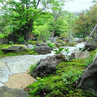 他の地域の巨大な和風のおしゃれな庭の写真