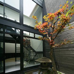 京都の小さいアジアンスタイルのおしゃれな中庭 (デッキ材舗装) の写真