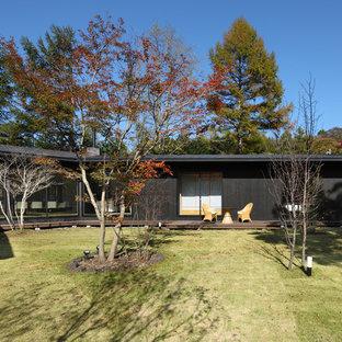 他の地域の大きい、秋のモダンスタイルのおしゃれな中庭 (日向) の写真