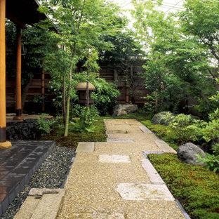 京都のアジアンスタイルのおしゃれな庭 (庭への小道、半日向) の写真