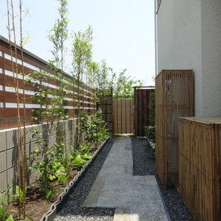 大阪のアジアンスタイルのおしゃれな横庭 (庭への小道、半日向) の写真
