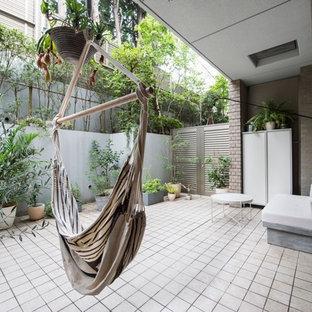 東京23区のインダストリアルスタイルの中庭の画像 (半日向)