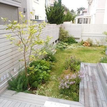 白と自然風景式庭園