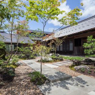 他の地域のアジアンスタイルのおしゃれな前庭 (日向) の写真