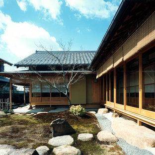 Esempio di un grande giardino formale etnico esposto in pieno sole in cortile in inverno con pavimentazioni in pietra naturale